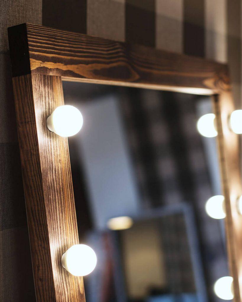 логотип компании Гримерные зеркала One-Mirror